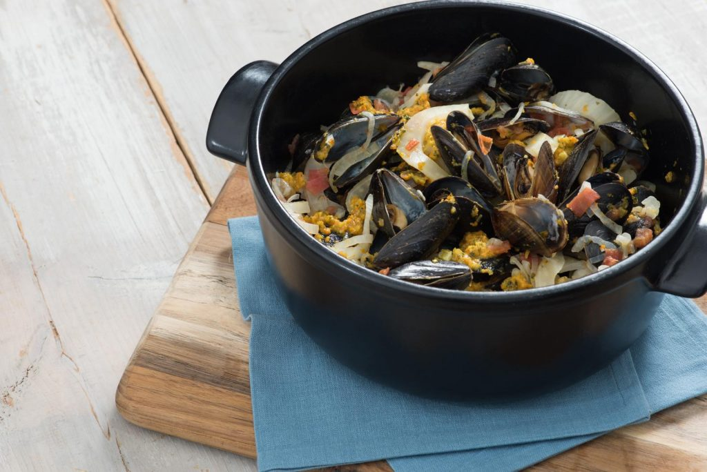 aji-pesto-and-white-wine-steamed-mussels_compressed
